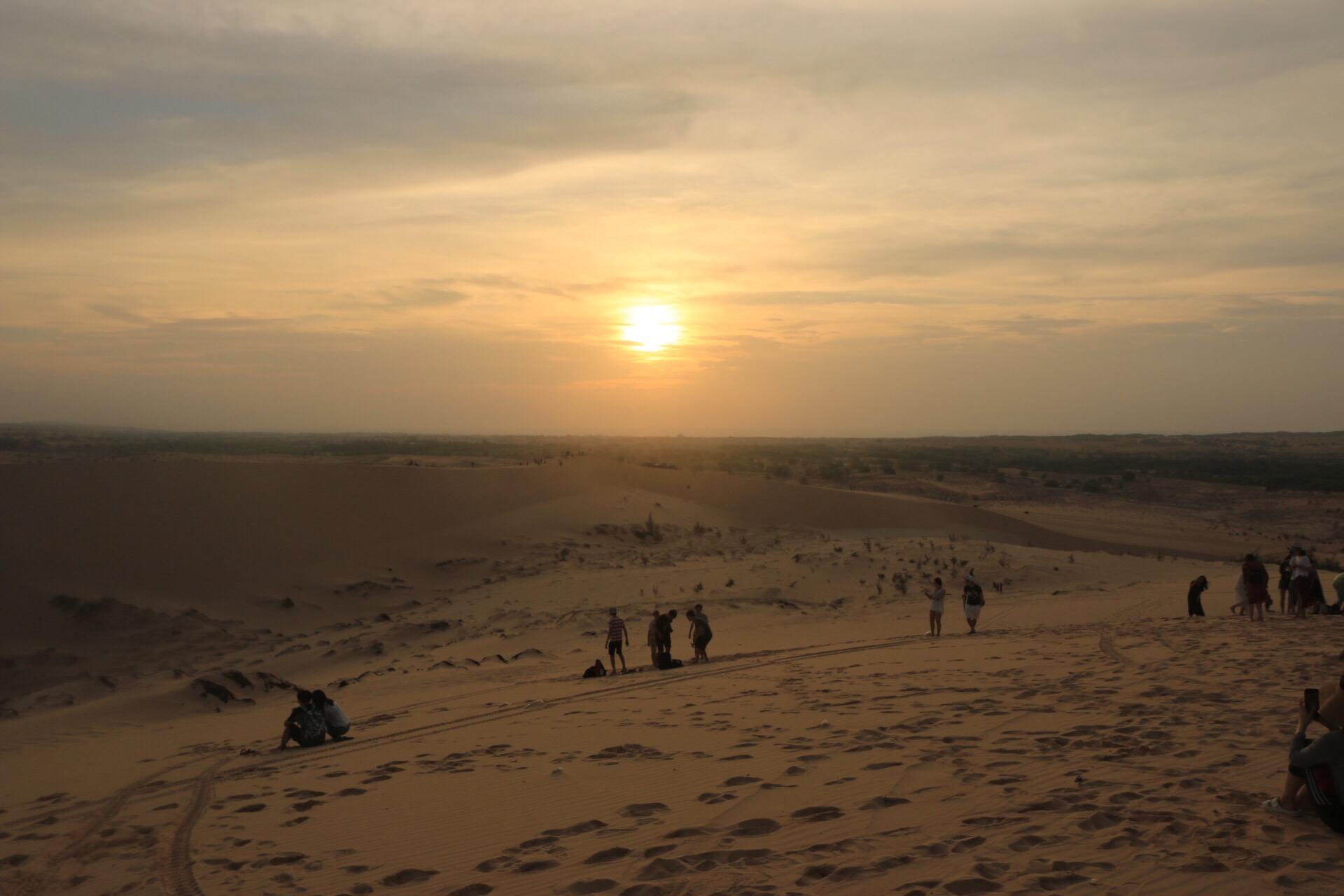 Kurz nach 6 Uhr, die ganze Wüste wurde in ein unbeschreibliches Licht eingehüllt.
