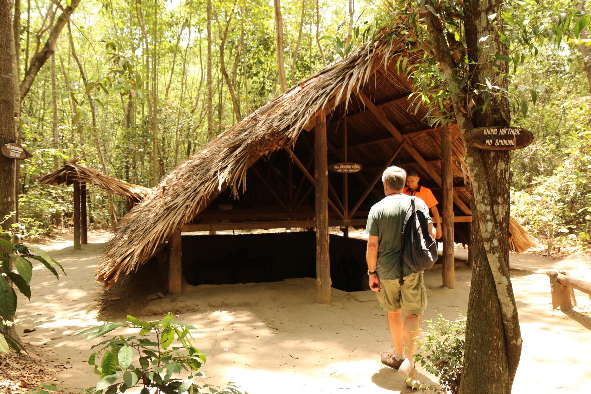 Nicht alle teile der Anlage waren komplett unterirdisch. Manche Hütte war auch nur gut getarnt im Urwald.