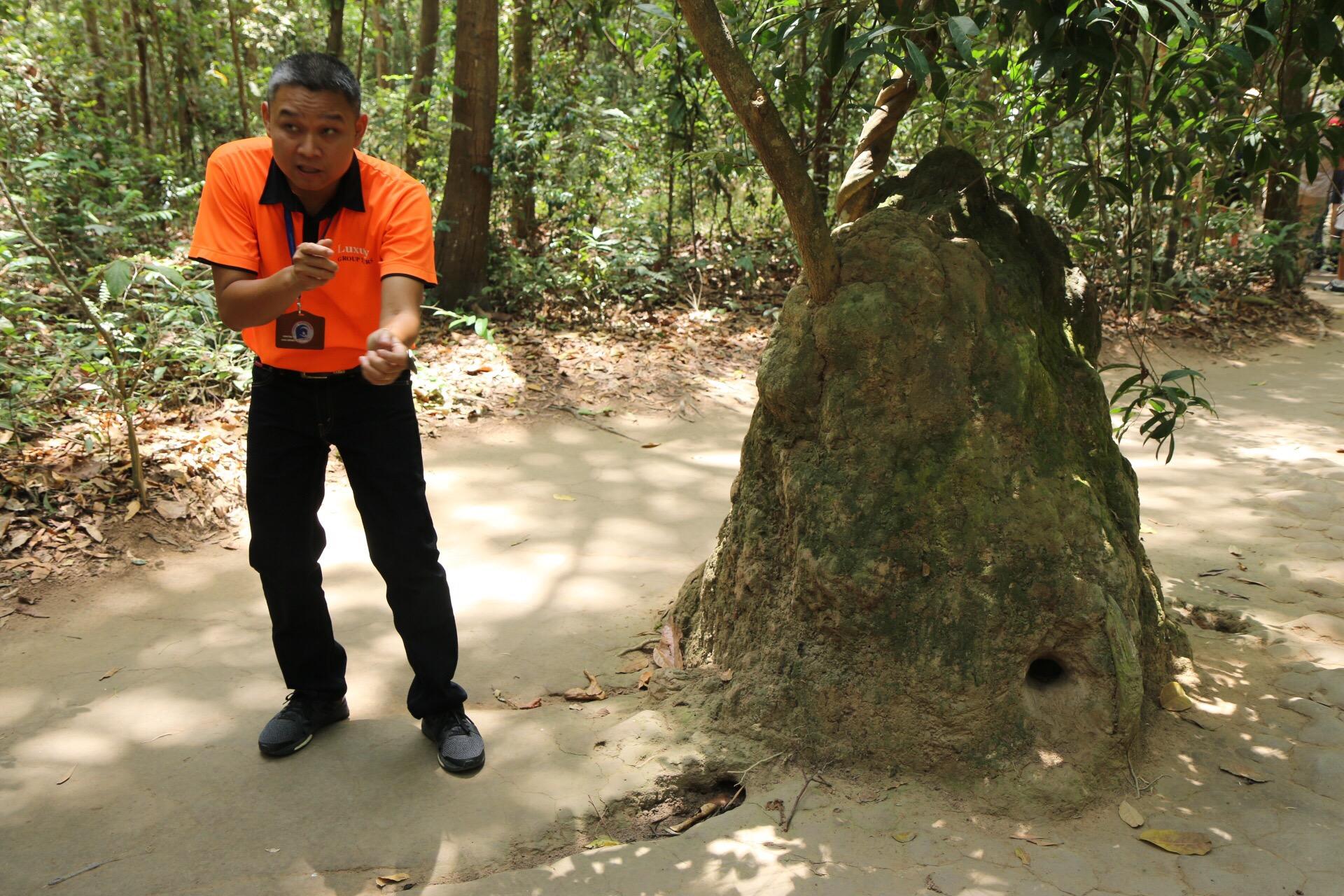 Durchlöcherte Felsen wie dieser, wurde nicht durchschossen, sondern dienten der Belüftung der unterirdischen Anlage.