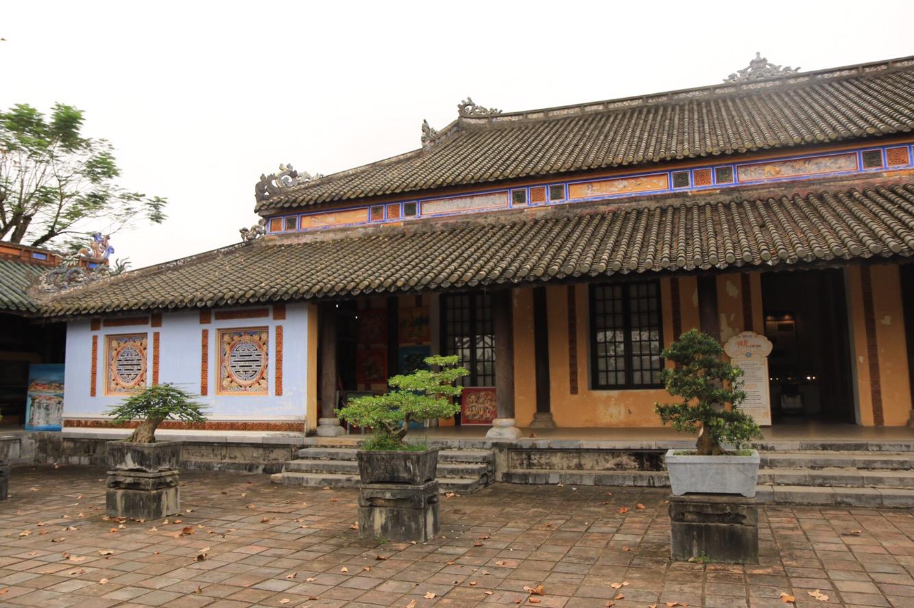 Ganz oft waren Gebäude und Innenhöfe mit Bonsai-Bäumen geschmückt.