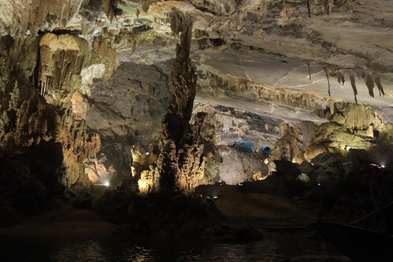 Im vorderen Bereich auch in der Phong Nha-Höhle riesige Hallen.