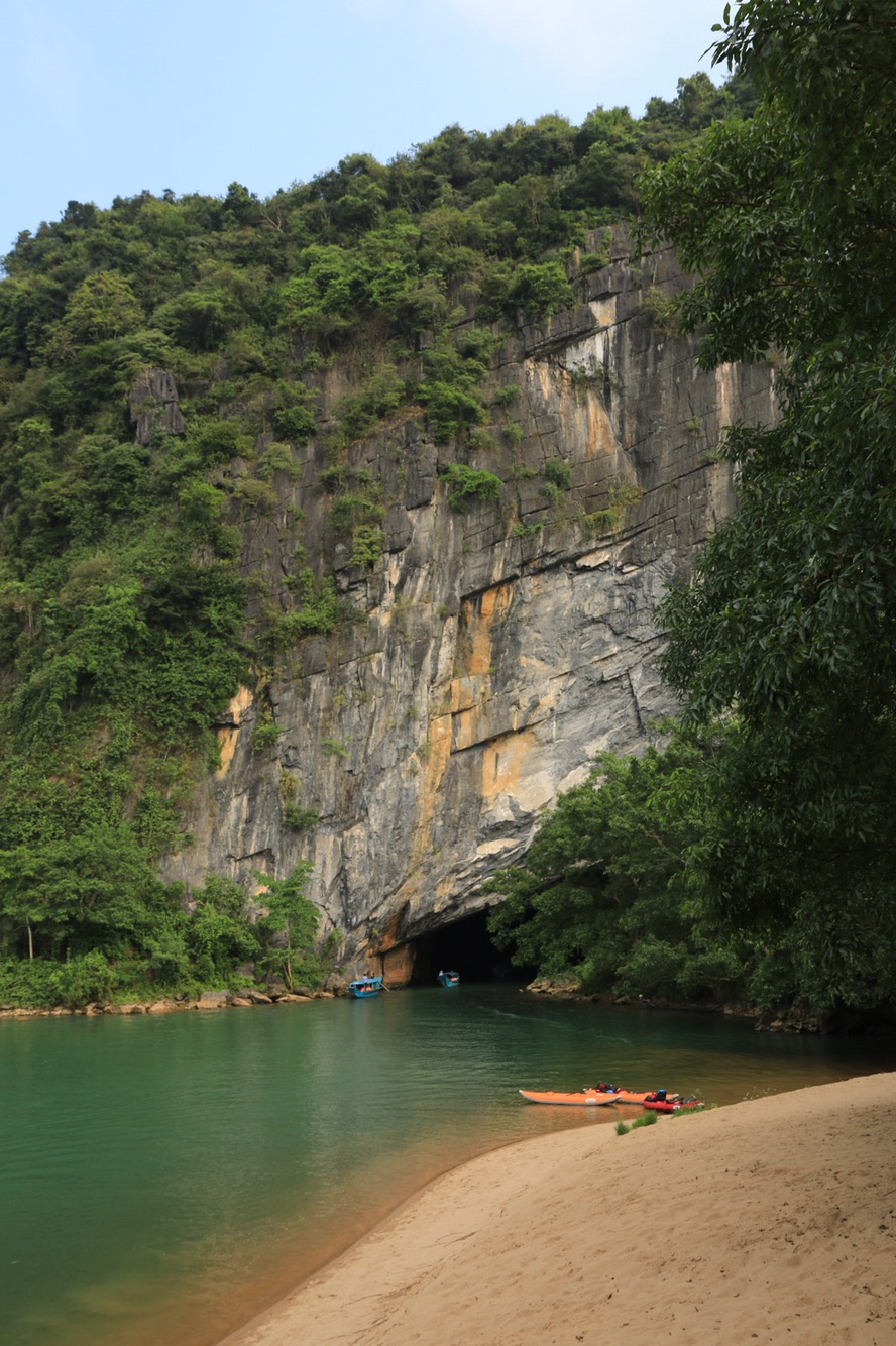 Das Eingangsportal der Phong Nha-Höhle.
