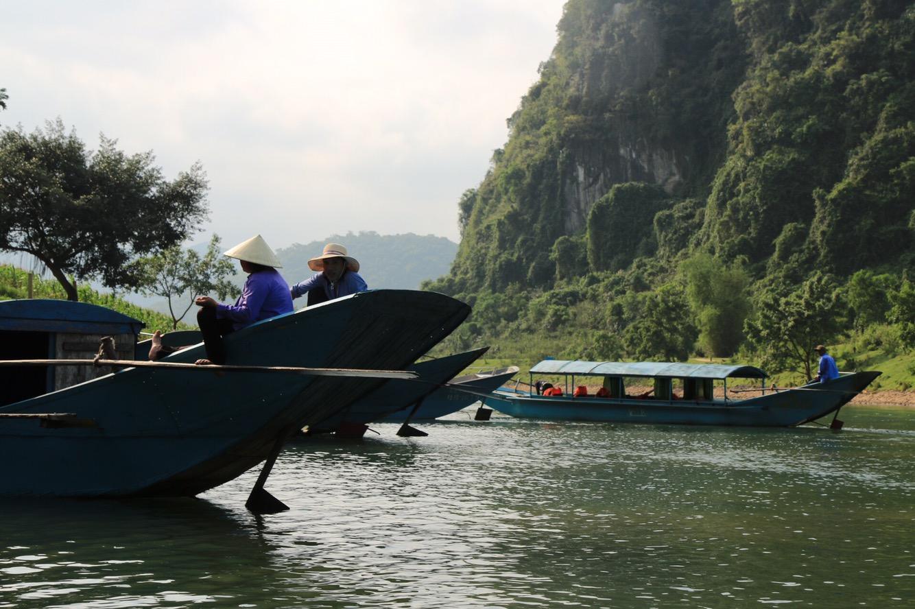 Außerhalb der Höhle stiegen wir wieder in unsere Boote.