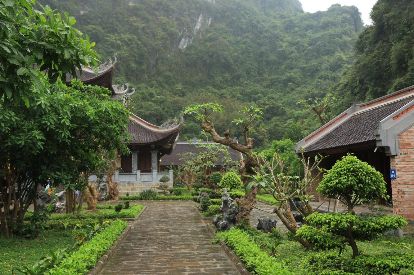 Unter anderem mit kunstvollen Bonsai-Bäumen.