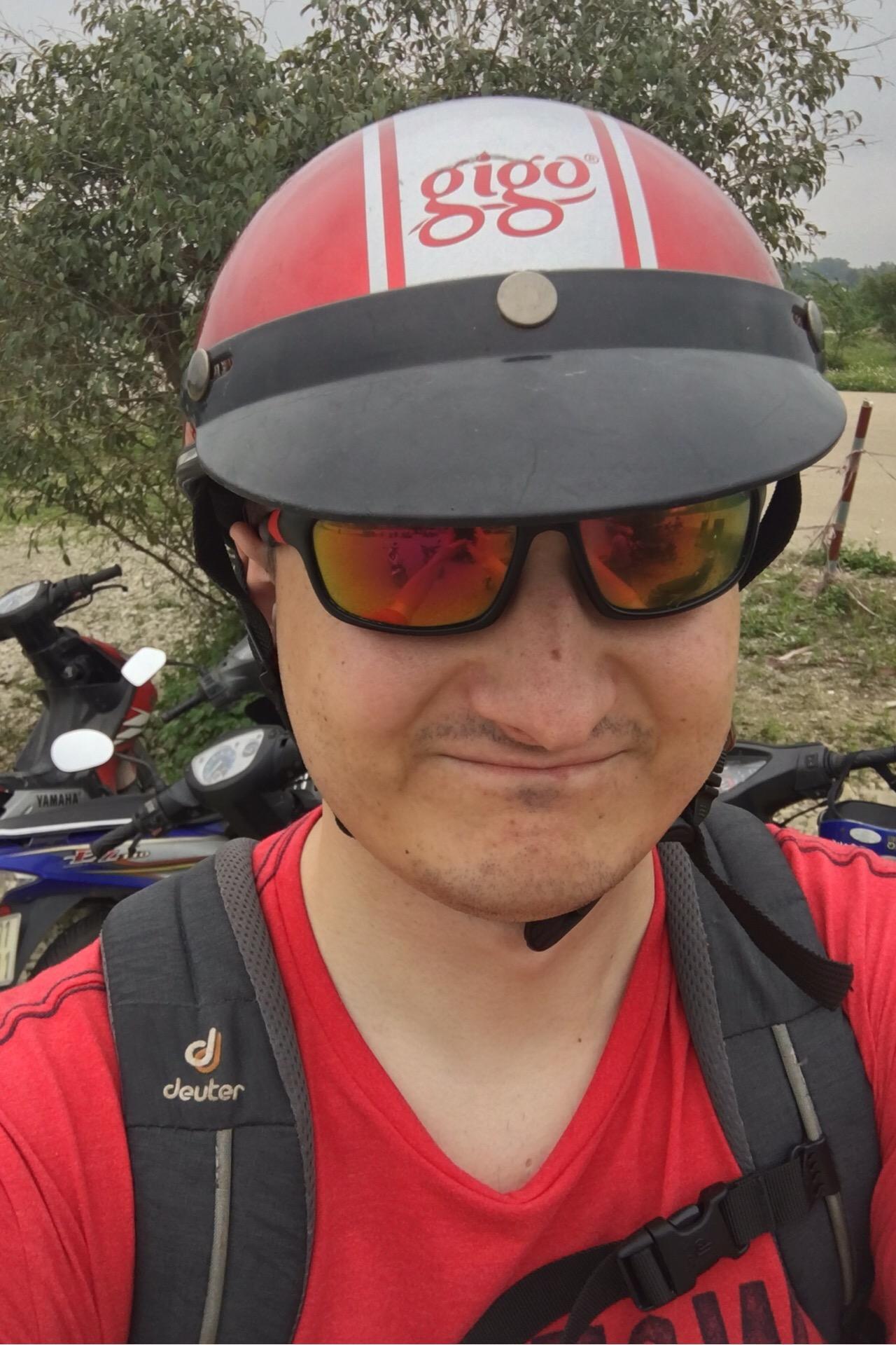 Der Helm hat sogar halbwegs gepasst. Muss einer extra für Touristen gewesen sein...