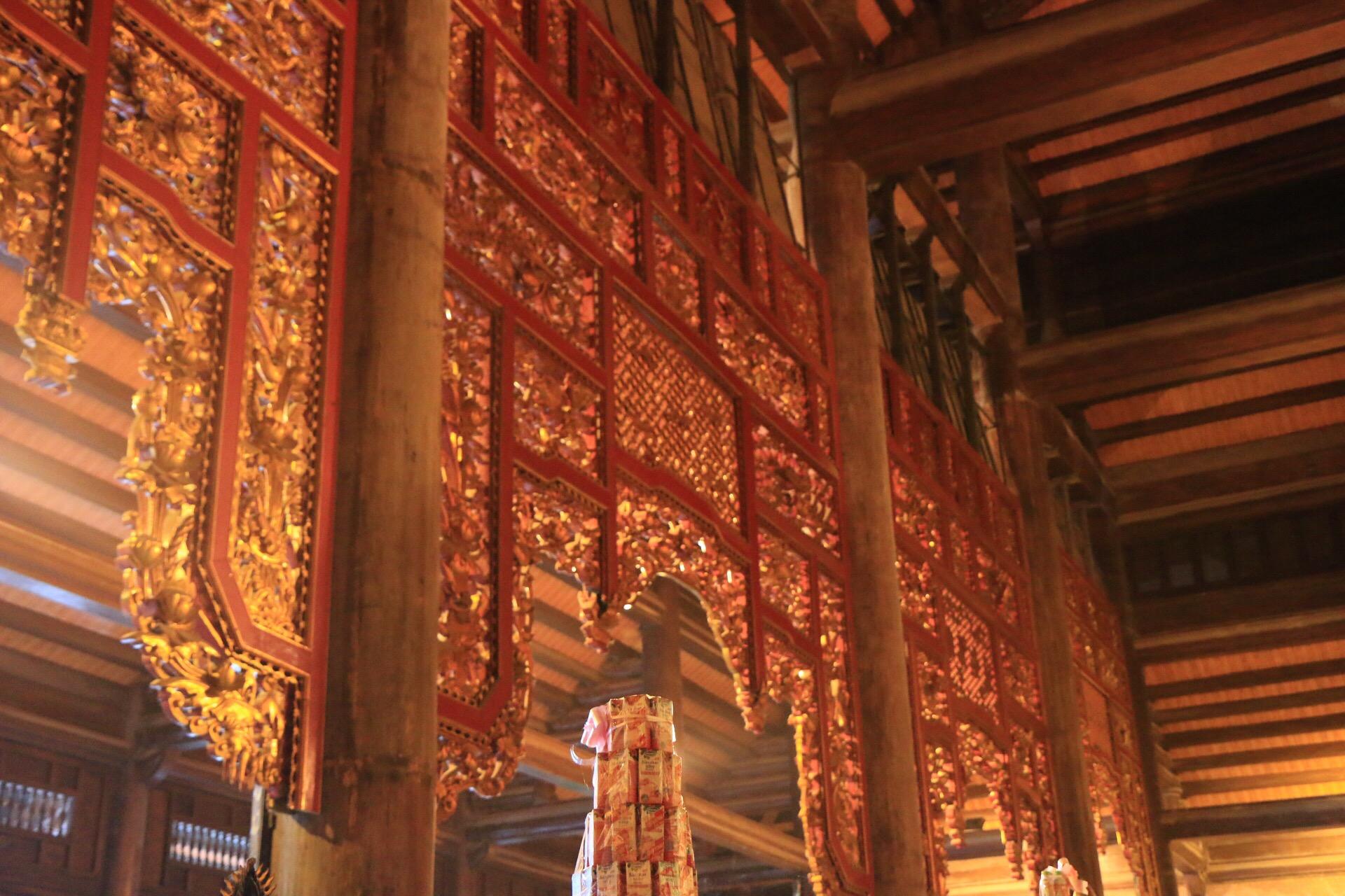 Verzierungen an der Decke des Tempels.