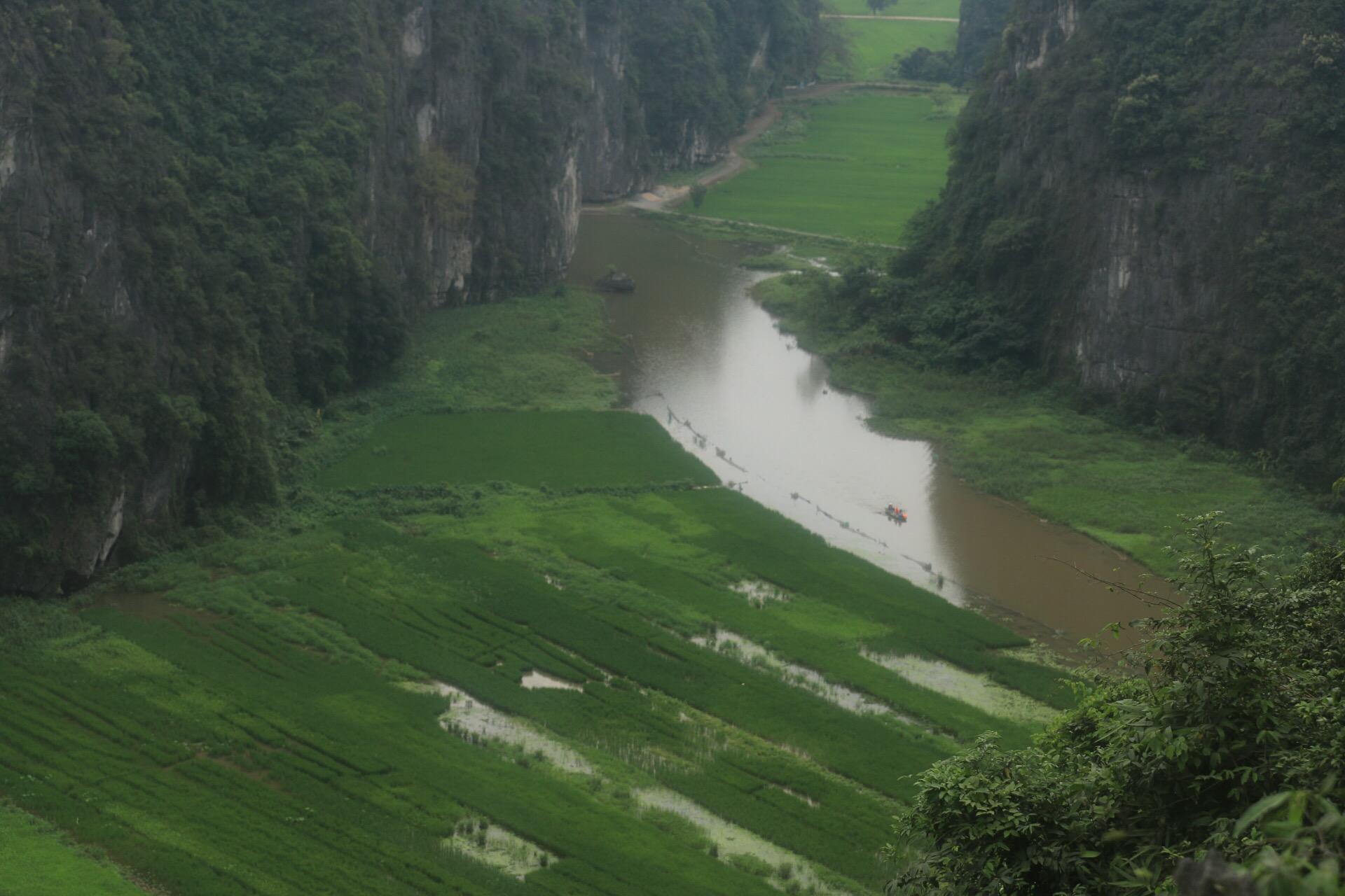 Der Blick auf den Trang An-Fluss. In diesem fuhren wir am Morgen mit dem Boot.
