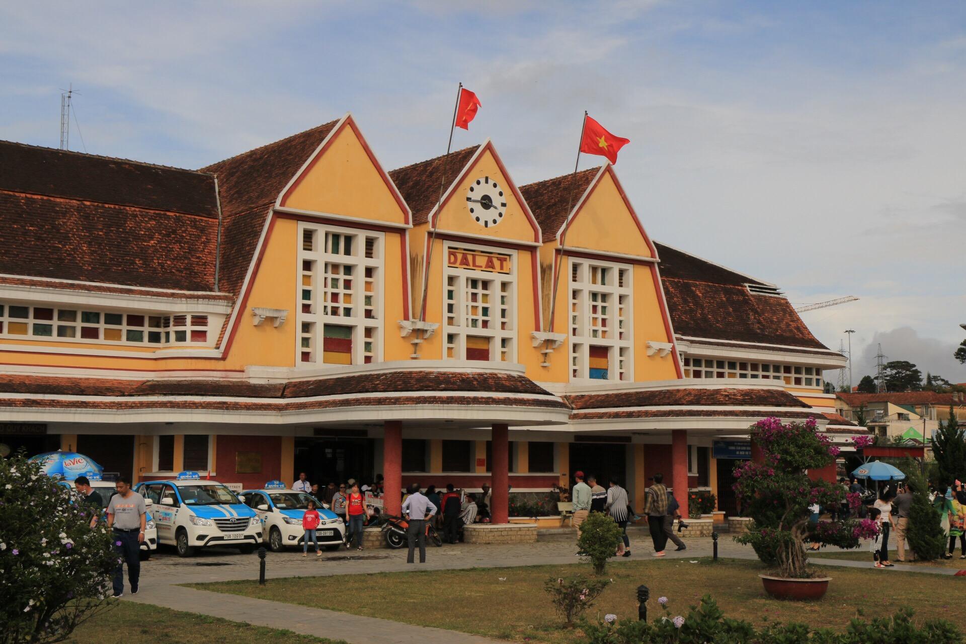 Das Bahnhofsgebäude von Dalat.