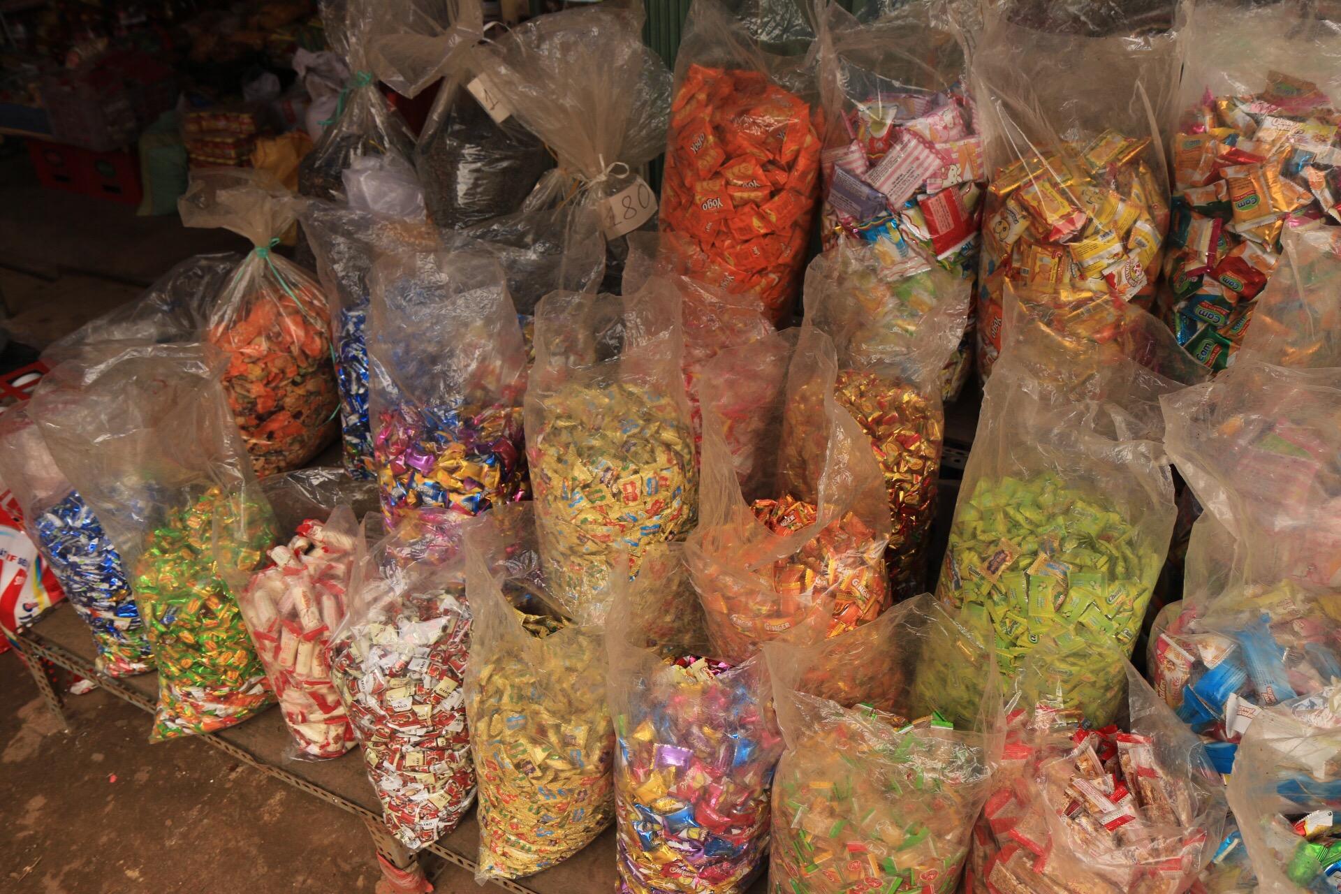 Auf dem Markt: ich glaube das war Süßkram.