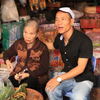Auf einem typisch vietnamesischen Markt mit Mr. Rot im Hinterland von Dalat.