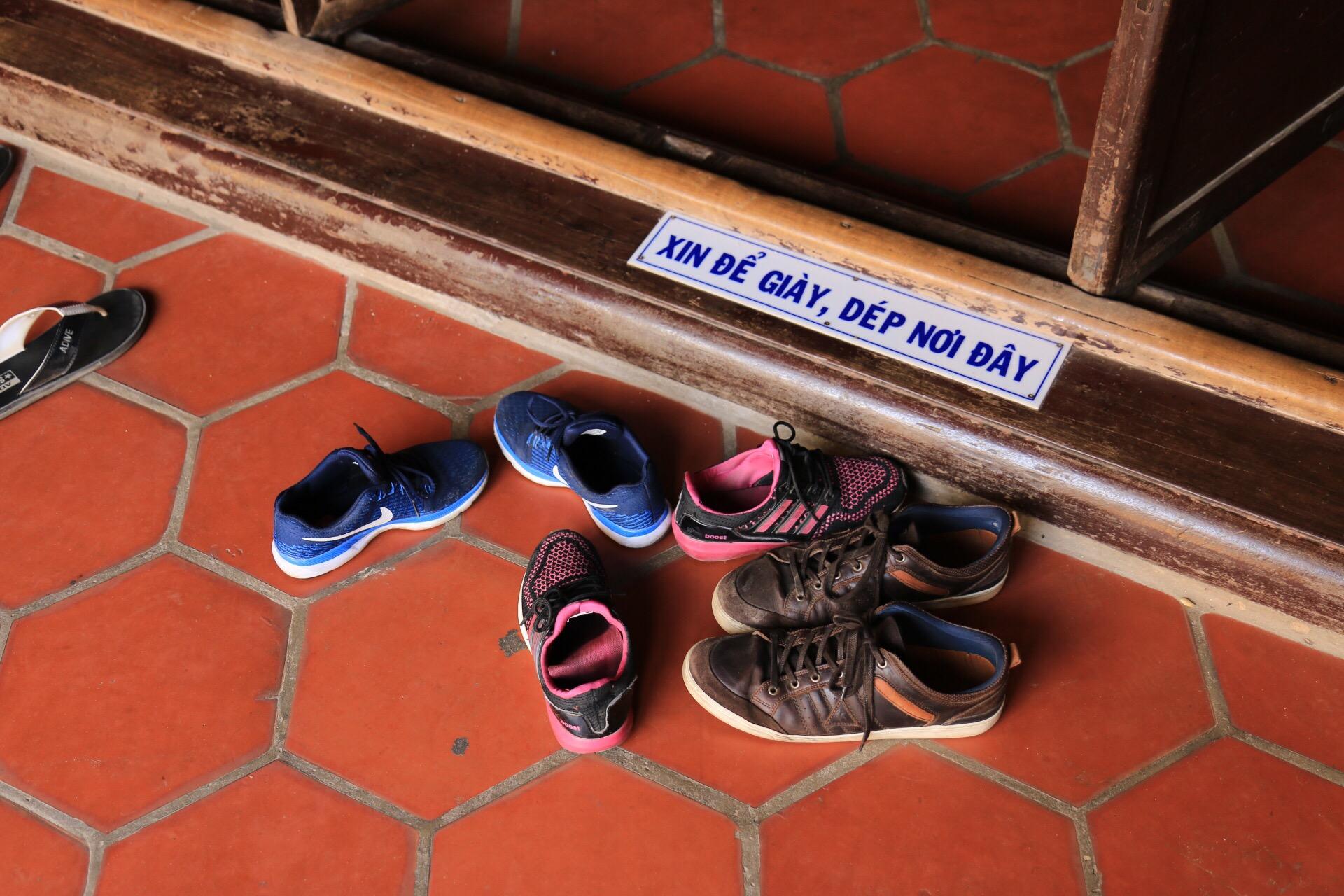 Und die Schuhe bleiben vor der Tür!
