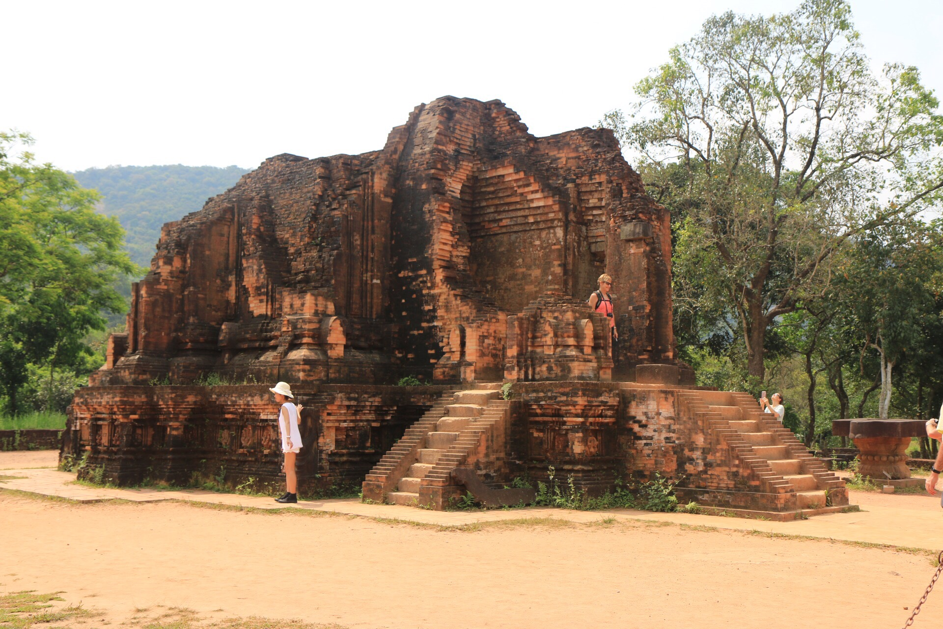Erstmals besiedelt wurde das Gebiet des heutigen Vietnam von der Cham-Kultur bereits im 2. und 3. Jahrhundert.