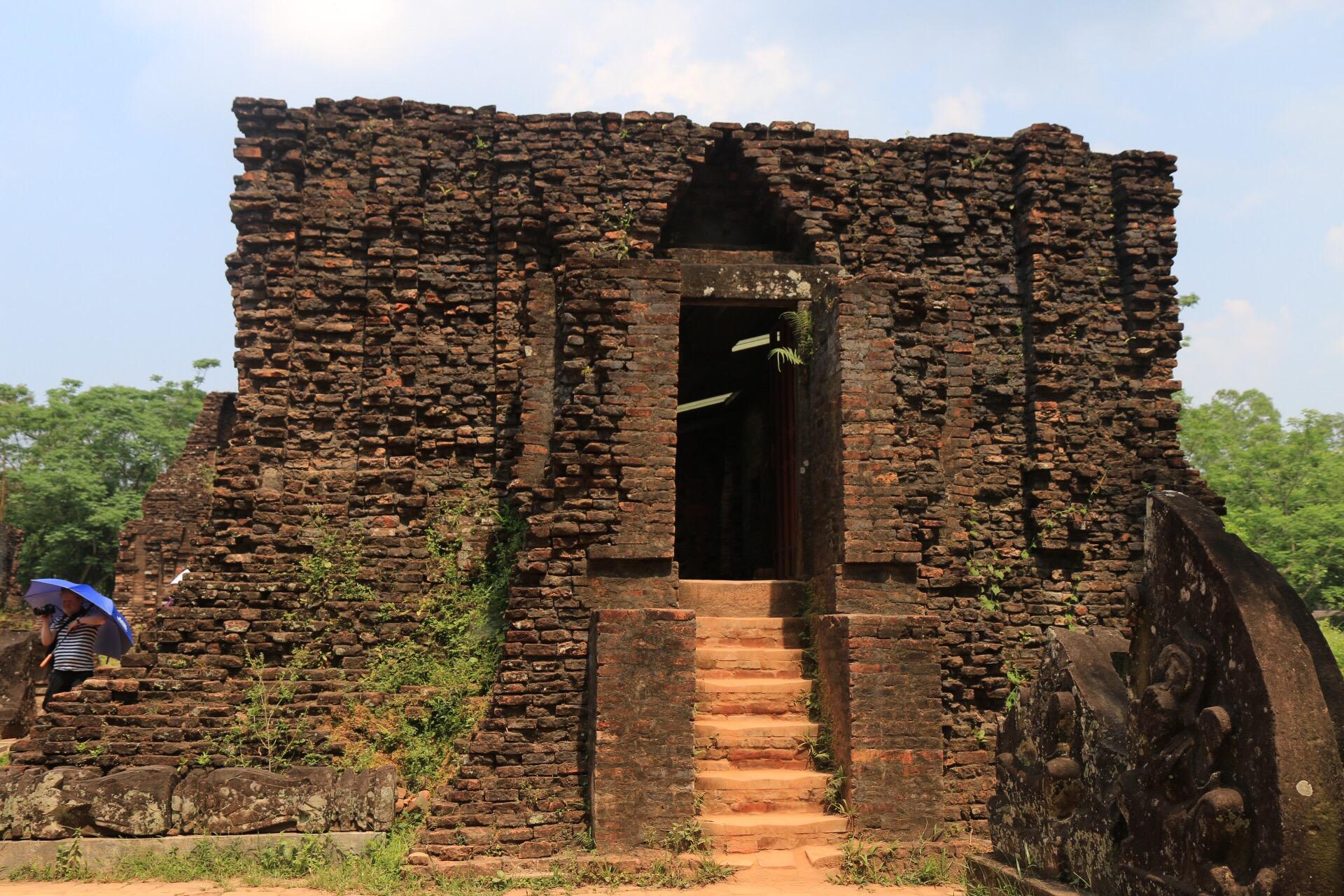 Erbaut wurden die ehemals 70 Tempel zwischen dem 4. und 14. Jahrhundert.