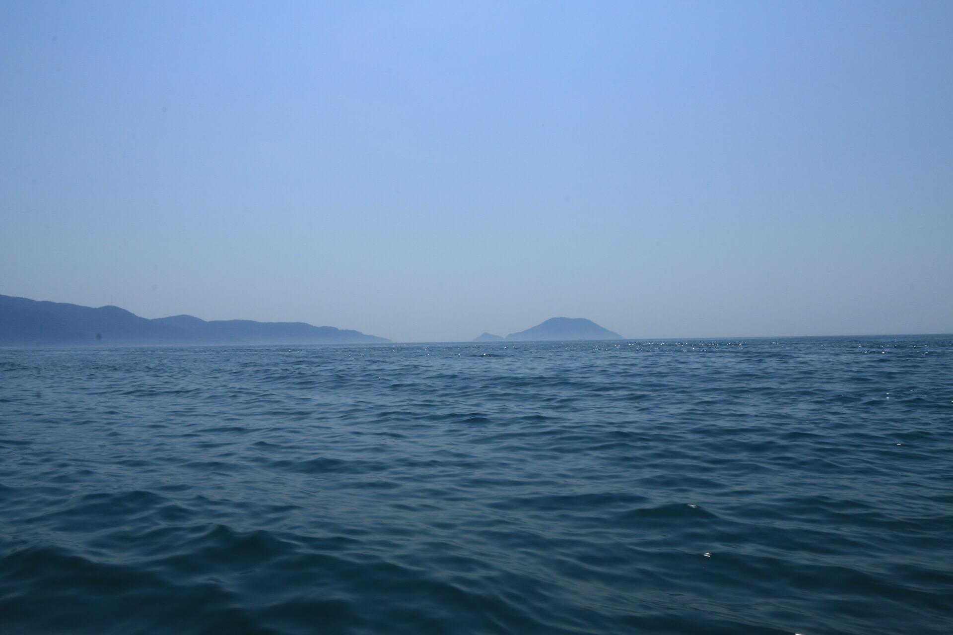 Langsam konnte man die Hügel der Inseln im Dunst erkennen.
