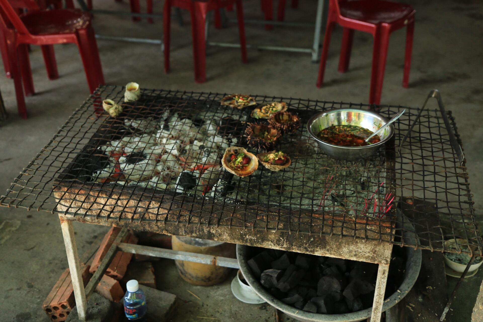 Typische vietnamesische Küchen fand man natürlich auch auf der Insel.