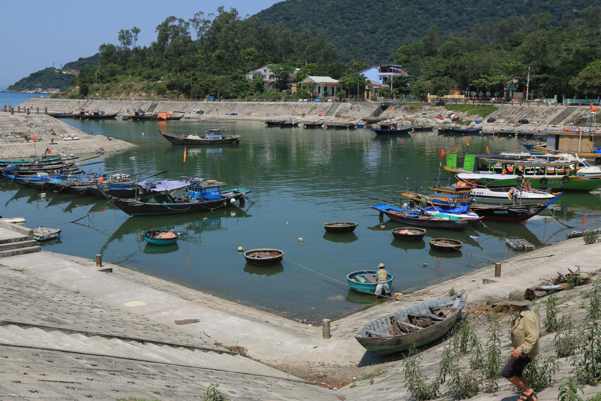 Der Fischerhafen der etwa von 2000 Menschen bewohnten Hauptinsel.