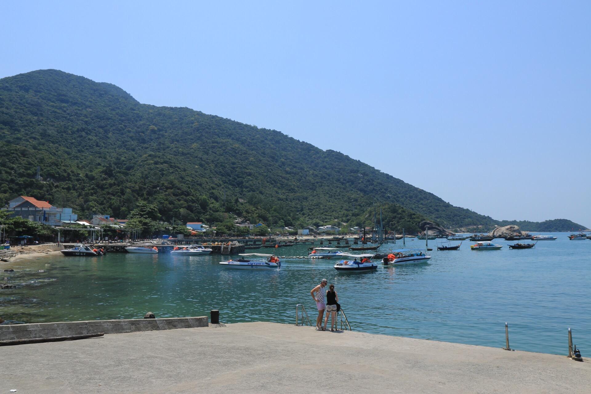 Zurück am Hafen fuhren wir ein kurzes Stück in die nächste Bucht.