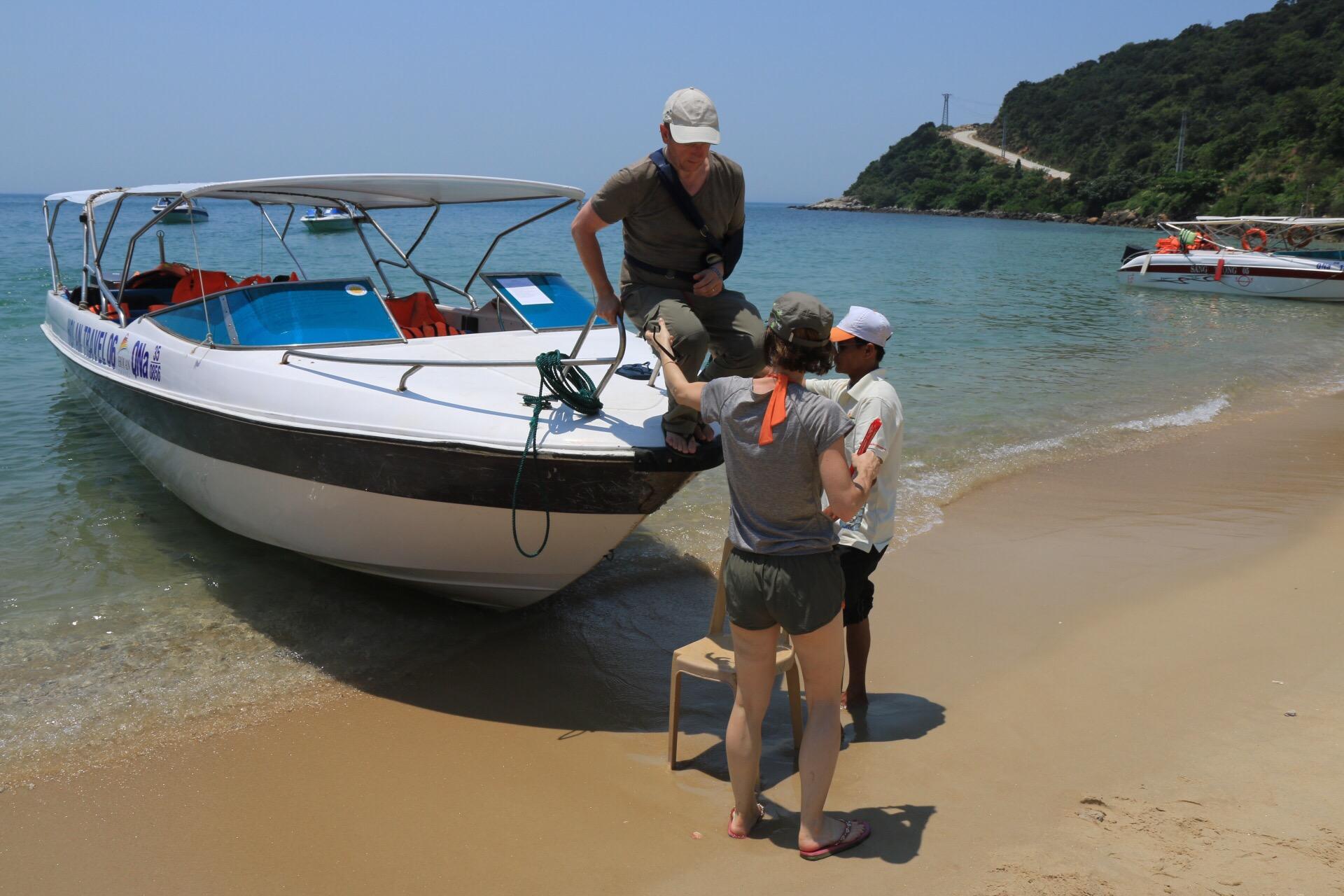 In der Bucht mit Sandstrand bekamen wir unser Mittagessen.