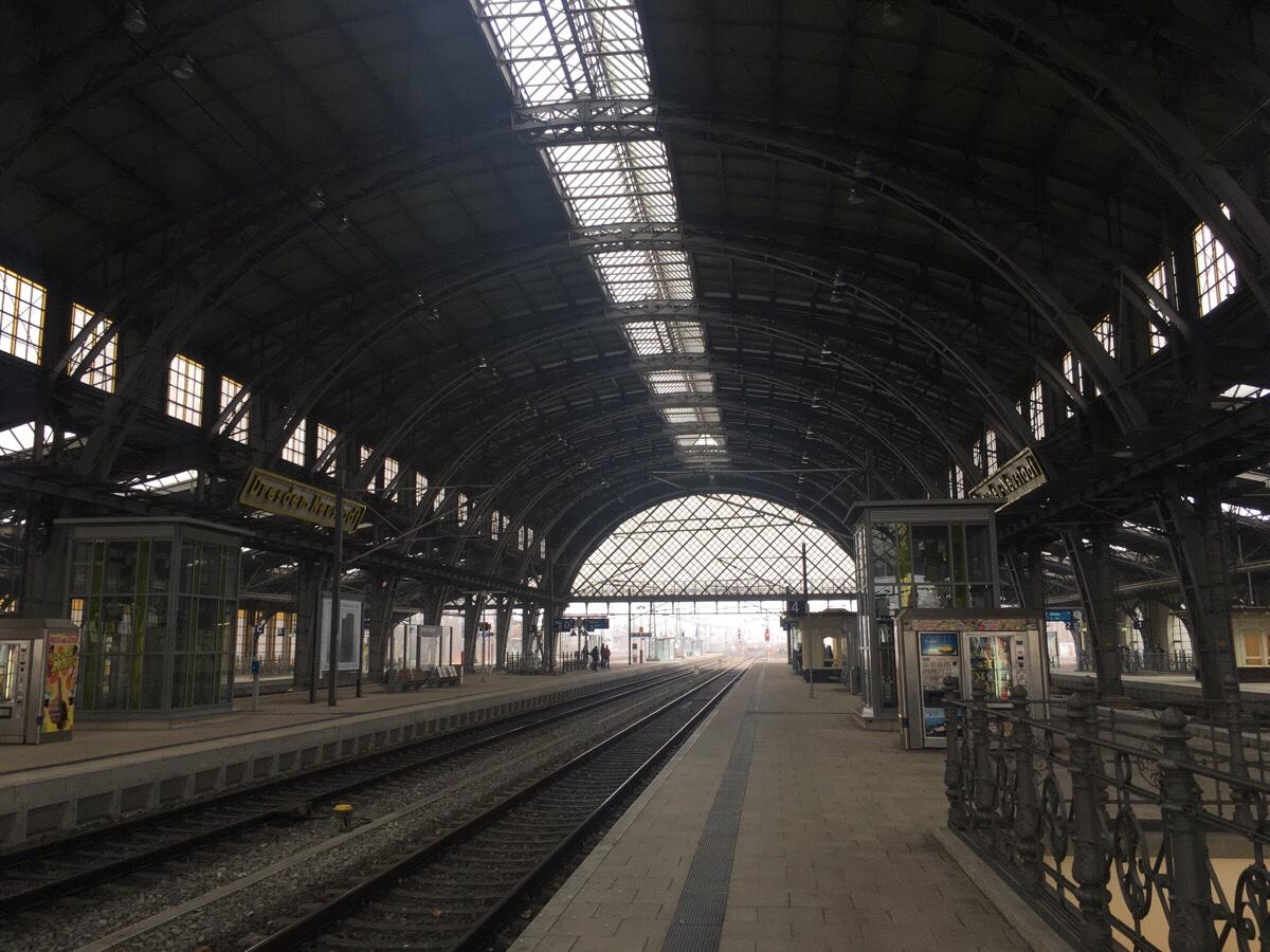 Dresden-Neustadt: obwohl nicht mal der Hauptbahnhof in der Stadt ein überaus prächtiger Bahnhof.