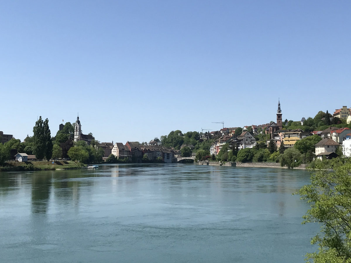 Rechts das Deutsche Laufenburg, links das Schweizer Laufenburg. In der Mitte, der Rhein.