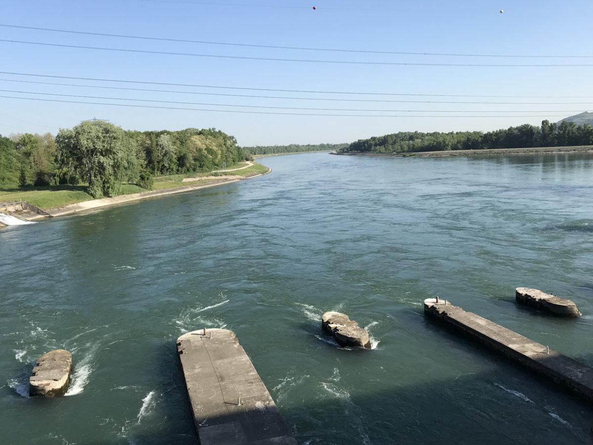 Am EDF-Kraftwerk verließ ich die Rheininsel. Von hier sind es noch knappe 700 Kilometer bis zur Nordsee.