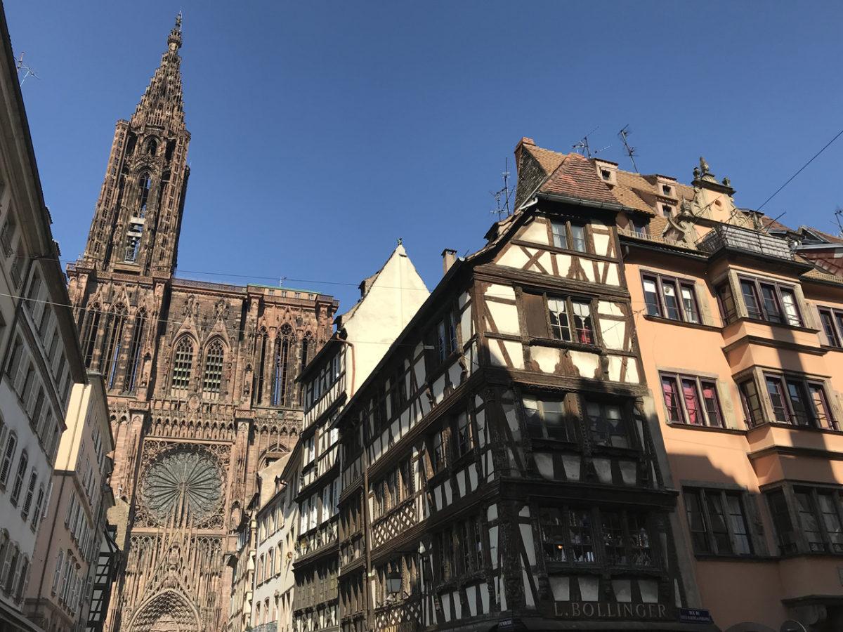 Das Straßburger Münster markiert weithin gut sichtbar das Zentrum.