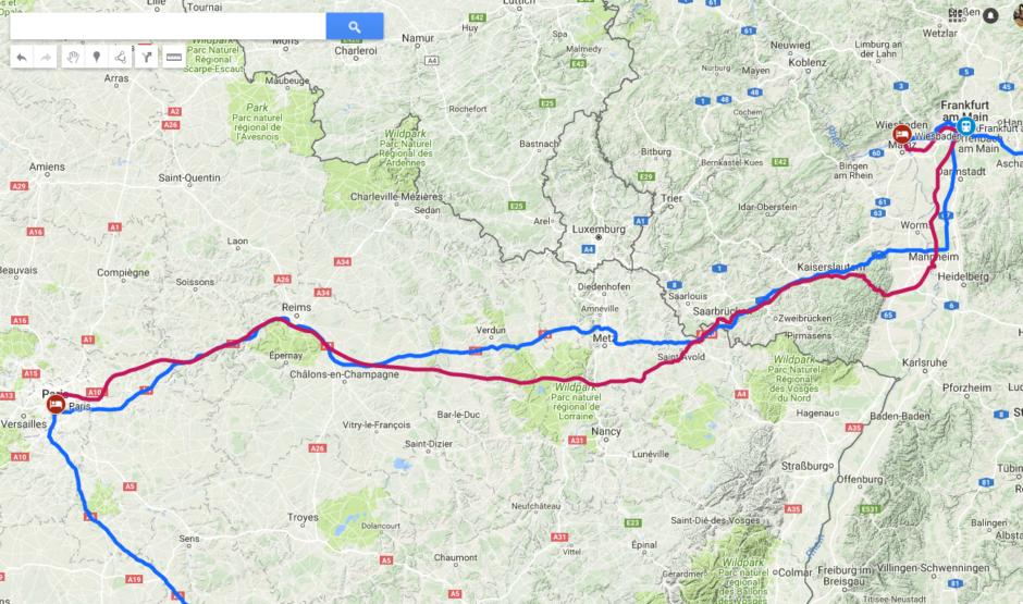 Straßenroutenplanung (blau) vs. Eisenbahnstrecken (rot)