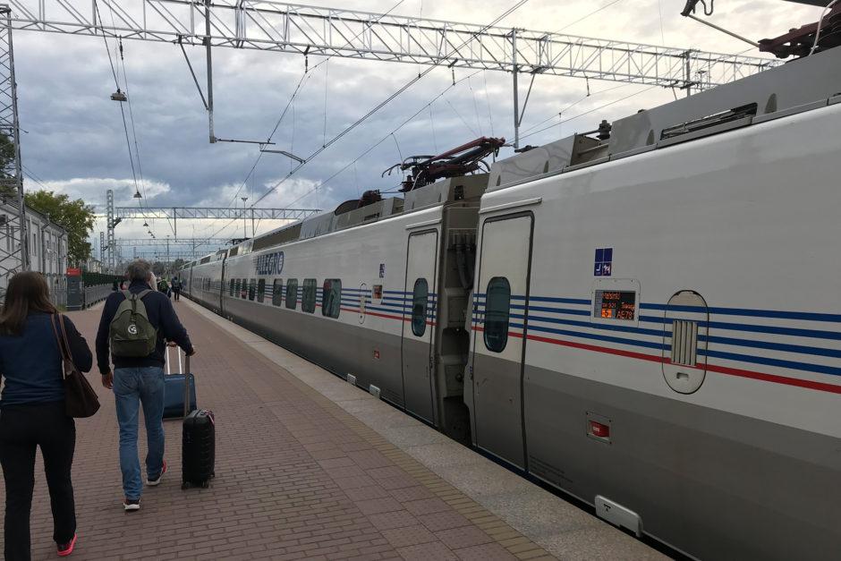 Mein Zug morgens um 6:40 Uhr kurz vor der Abfahrt nach Finnland.