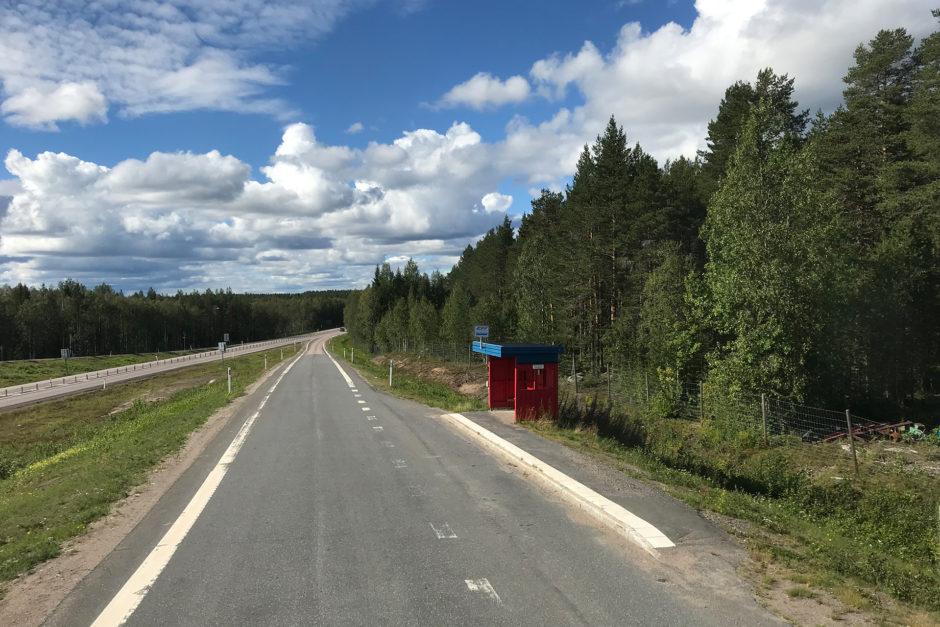 Die schwedischen Landstraßen waren ganz nett. Der Platz im Oberdeck ganz vorne gehörte mir.
