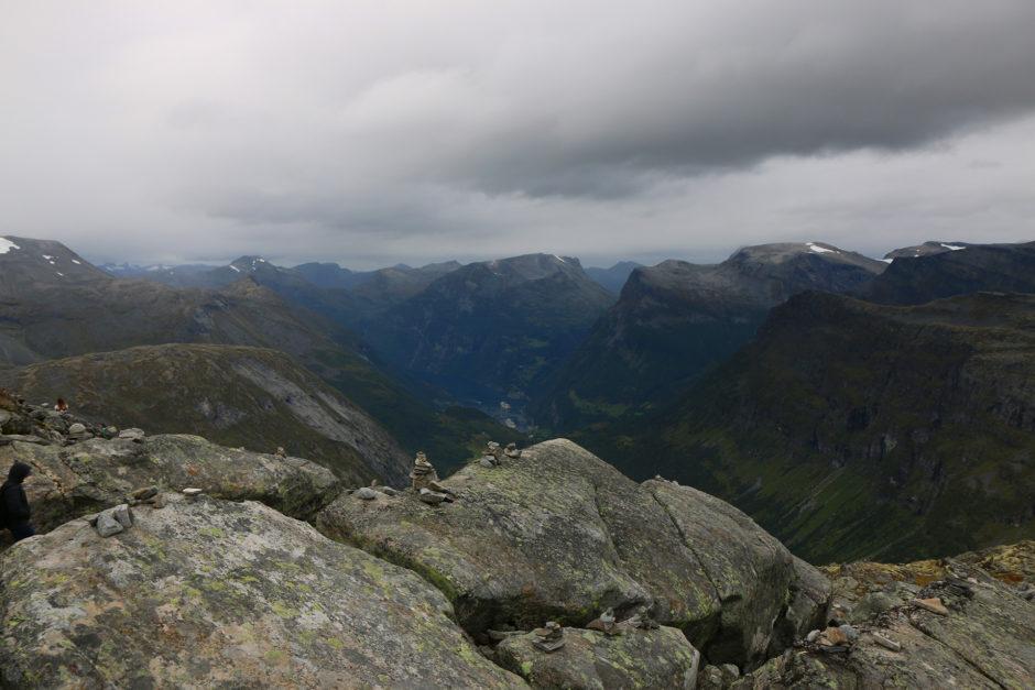 Zum Abschluss noch ein letztes Bild vom Dalsnibba-Gipfel auf fast 1500 Meter Höhe.