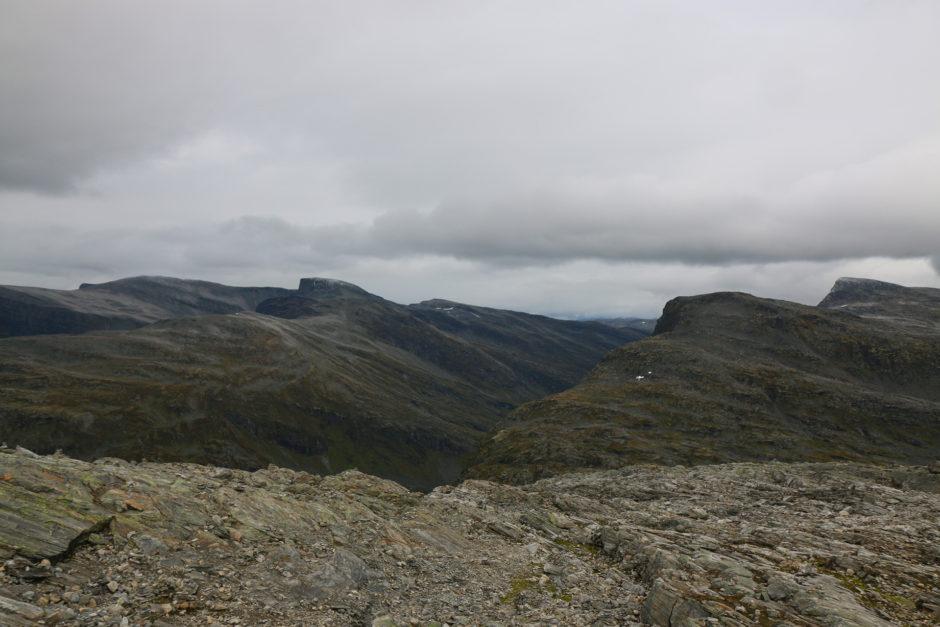 Der Blick auf weitere Gipfel im Nationalpark.