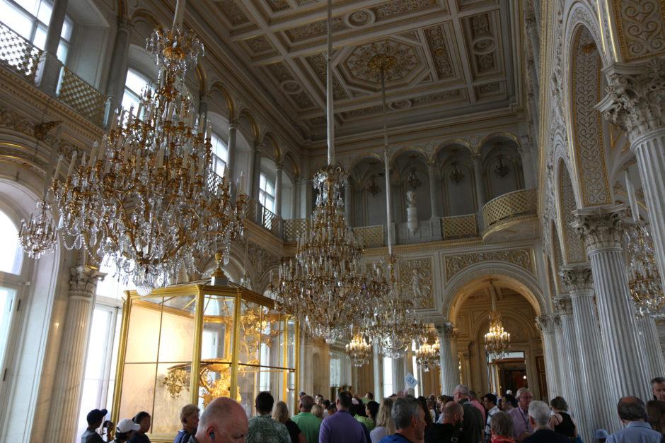Der Raum mit der goldenen Pfauenuhr. Hier war der Andrang am Stärksten. Für mich uninteressant, da hinter Glas nicht gut zu fotografieren.