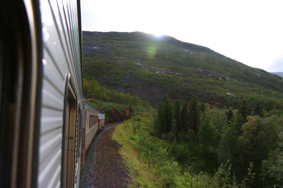 Ab und zu führte die Strecke auch durch Tunnels. Auf dem Foto übrigens fast unser ganzer Zug. Nur ein Wagen fehlt.