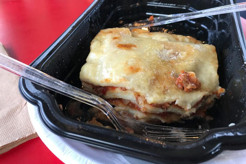 Die Lasagne im Zug hat wirklich besser geschmeckt, als das Bild vielleicht vermuten lässt!