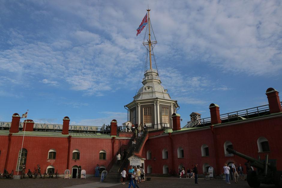 Auf der Festungsinsel gibt es eine Aussichtsplattform. Kostet zwar Eintritt, aber der Ausblick auf die Stadt lohnt sich.