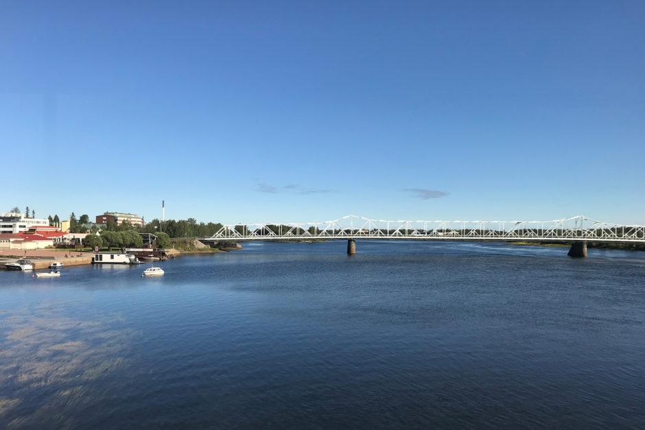 An der finnisch-schwedischen Grenze ging es noch über einen größeren Fluss.