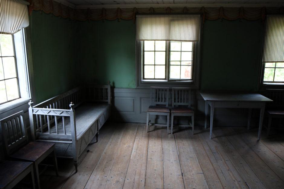 Ein einfaches Bauernhaus von innen. Auf 4-5 Zimmern lebten hier 10-15 Personen.