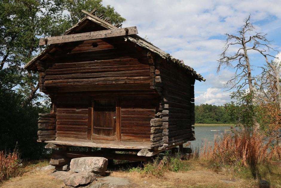 Noch eine Fischerhütte. Standesgemäß am Wasser aufgestellt.
