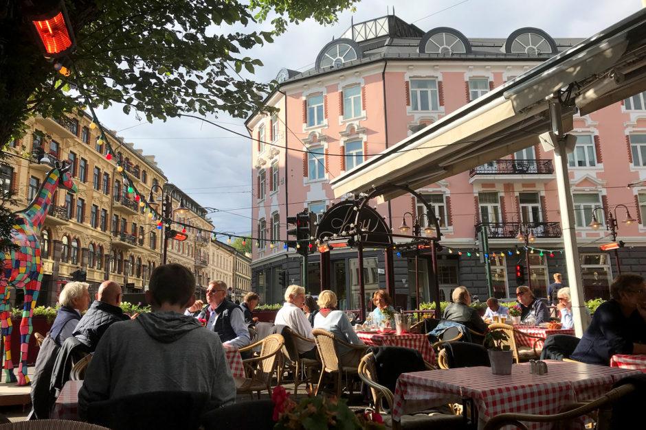 Oslo erwartete mich mit bestem Wetter. Die Heizstrahler liefen wohl aus reiner Gewohnheit!