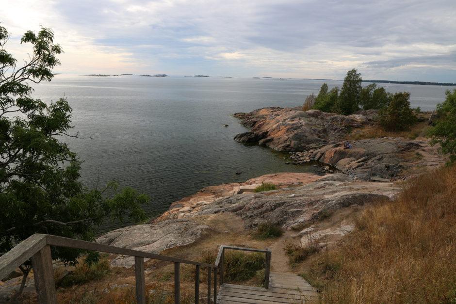 Vor den Toren Helsinkis auf der Festungsinsel. Neben alten Kanonen findet man dort auch viel Natur und nette Cafés.