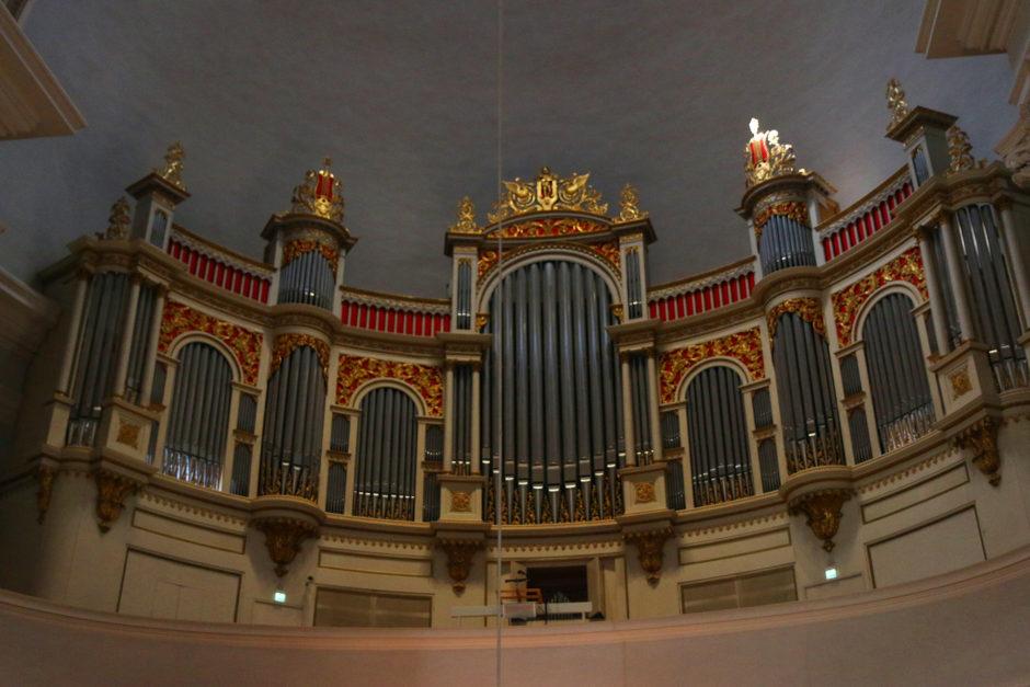 Die Orgel in der Weißen Kathedrale. Wurde am ersten Tag kurz vor 12 sogar bespielt.