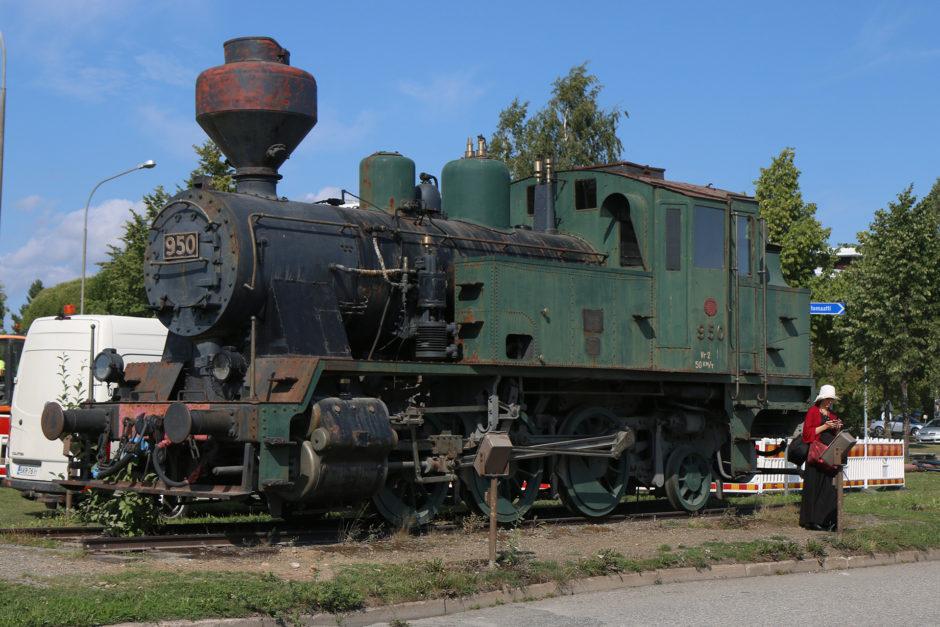 Am Bahnhof in Joensuu findet man eine alte Dampflok.