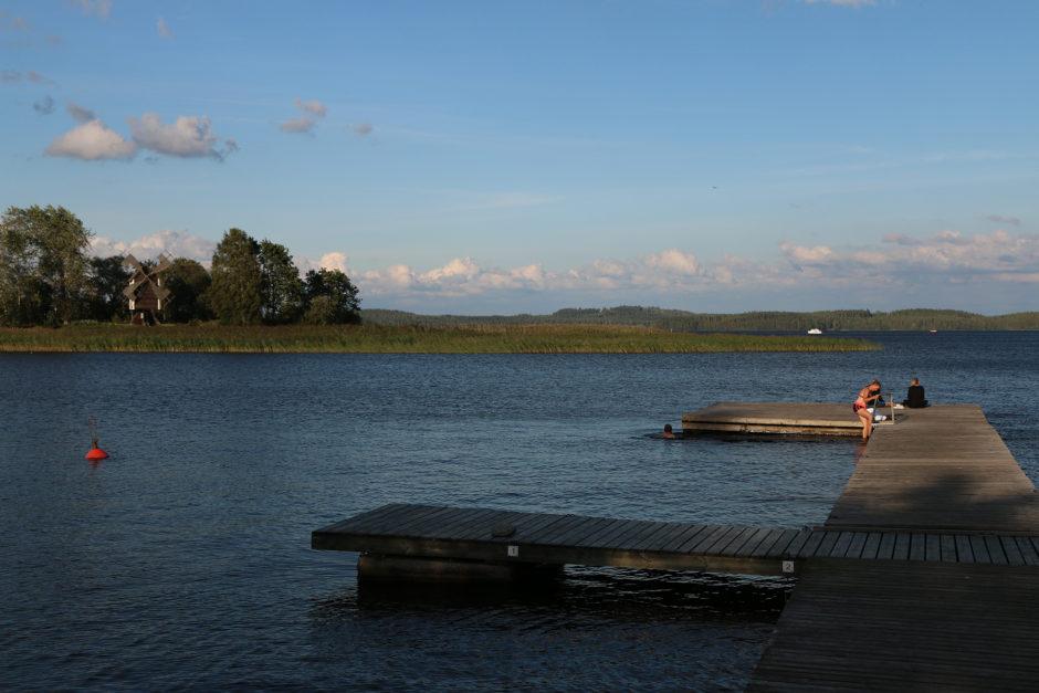 Direkt am See, nur 50 Meter vom Hotel und schon stand man auf diesem Steg.