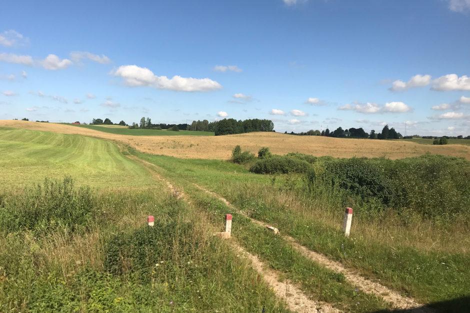 Nach gefühlt 1000 Kilometer durch Brandenburg und Polen, sahen wir ab Litauen endlich mal wieder Hügel!