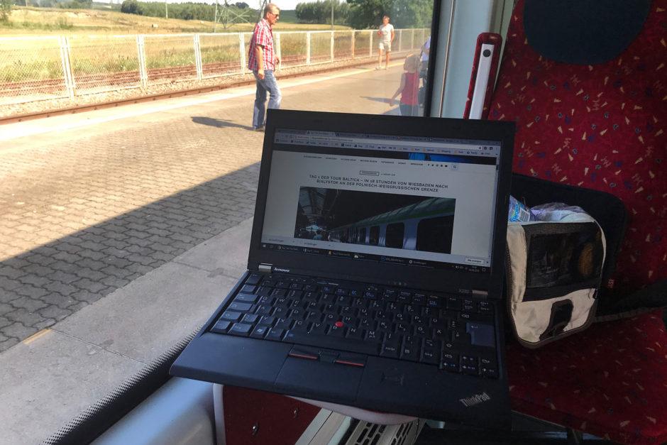 Auf dem Foto seht ihr meinen Laptop. Extra für's Bloggen noch schnell vor der Reise gekauft.
