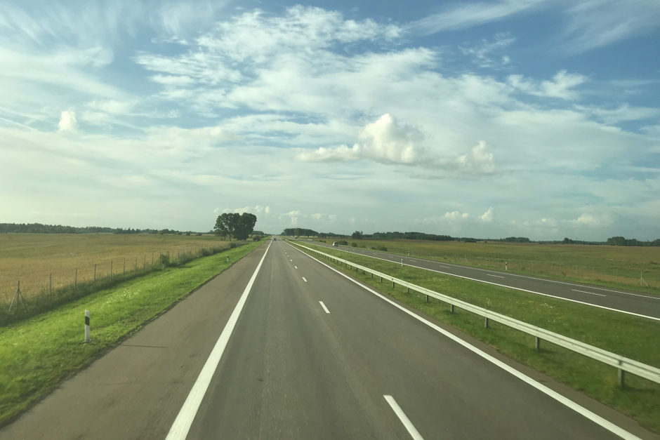 Der Blick hinten raus. Sehr sehr wenig los war am Montag früh auf der litauischen Autobahn Richtung Norden.