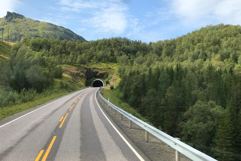 Wenn sich wieder mal ein Berg oder das Meer in den Weg stellte, wurde halt ein Tunnel gegraben.