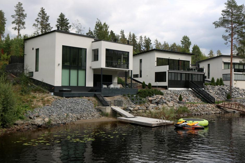Am Seeufer wird fleißig gebaut. Will nicht wissen, was so eine Villa kostet.