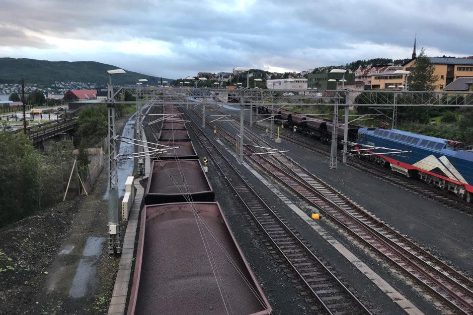 Die besagten Erzzüge beim Entladen in Narvik.