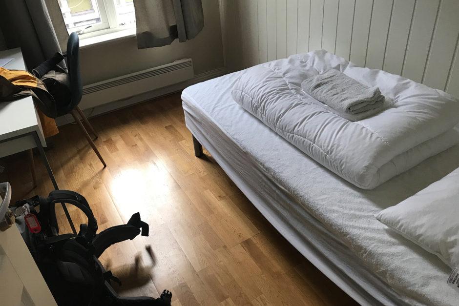 Mein Zimmer. Einfach, aber für wenige Stunden Aufenthalt und eine warme Dusche schon okay.